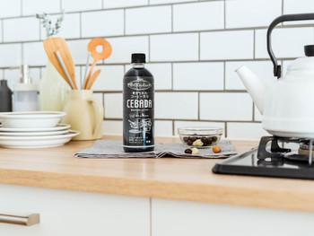 持ち運びやすいペットボトルで、いつでもどこでも飲みやすい『麦のカフェ CEBADA』。家事の合間や料理の最中など、どんな時でもキャップをひねれば、そこはリラックスできる場所に変わります。