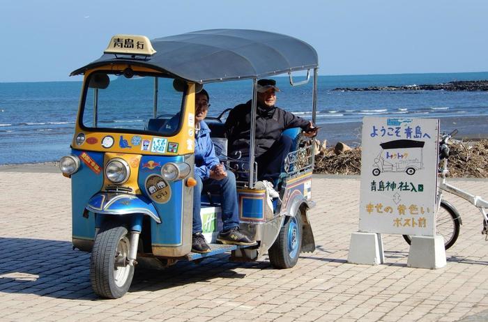 青島では、タイでお馴染みのトゥクトゥクにも乗れます♪見かけたら「乗りたいで~す!」と声をかけましょう。料金は、お客さんのご厚意だそうですよ。