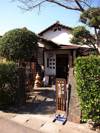古民家を利用した可愛らしいお店です。イートインできるので、昭和の雰囲気を楽しみながらひんやりと休憩してみては?