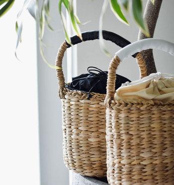 どんな洋服にも浴衣にもぴったりマッチする籠バッグはシンプルイズベストです。巾着の色と浴衣の柄を合わせるととってもキュート。