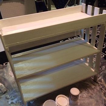 サイドにすのこ、すのこの底部分の出っ張りに合わせて板を乗せます。