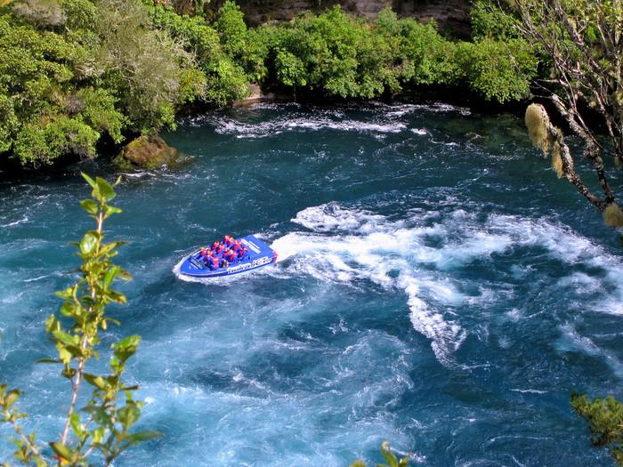 さらに【ニュージーランド】は、アクティビティー大国!ニュージーランド発祥として人気のバンジージャンプ、そしてサイクリング、ホーストレッキング、ジェットボートなど……。ワクワクしてきませんか?  いつも控え目な方も心のストッパーをはずして、ニュージーランドで「冒険」を存分に楽しみましょう!