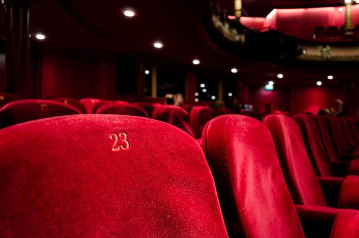 気になっていたあの映画、水曜日ならレディースデーでお得に観ることができます。 お家で観るDVDもいいけれど、胸に響く音と迫力のスクリーンでの鑑賞はやっぱり圧巻です。
