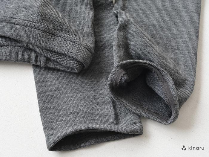 レギンスの素材はシルクのほかに、シルク×コットン、シルク×ウールも展開しています。コットンやウール素材のものも、肌に触れる部分はシルク100%の糸を使用。天然素材でできたレギンスは裾の部分まで肌触りが良く、ウエスト部分はお腹に食い込みにくい太目のゴムを採用しています。カラーはキナリやグレーなど4色のベーシックカラーを展開しているので、コーディネートに合わせてお気に入りの1枚を選んでみてはいかがでしょうか。