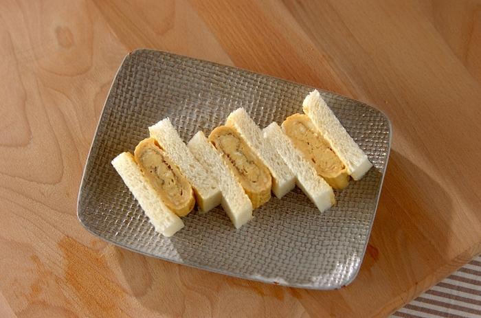 優しい味わいに朝からほっこり。サンドイッチの定番であるたまごサンドも、だし汁たっぷりのだし巻き卵で作れば雰囲気がガラリと変わります。