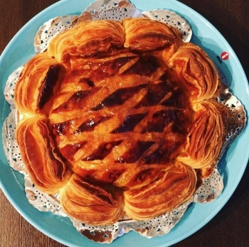 人気の商品はたくさんありますが、帰省みやげにするなら形がくずれにくいアップルパイがおすすめ。著名人をはじめ、近隣のOLさんたちからも絶賛されている味です。
