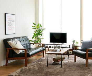 面積の大きなラグの色味でお部屋の雰囲気はガラッと変ります。 足元にニュアンスカラーを取り入れれば、ぐっとおしゃれなお部屋に♪ ▷マイクロファイバーラグ colette