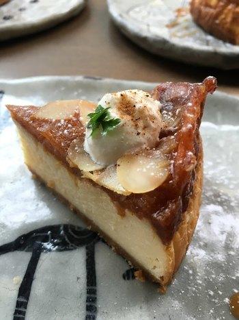 毎日お店で焼き上げる日替わりチーズケーキも人気です。あなたのお気に入りの1品に出会えるかも?