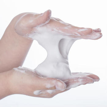 毎日おこなう洗顔。どんなもので洗うかによって、肌のコンディションが変わることもあります。中でも酵素洗顔は、要らなくなった角質を分解するという働きが♪毛穴の詰まりにも効果が期待できます。
