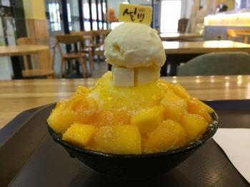 2年前に日本に上陸したとはいえ、まだまだあまり知られていない韓国生まれの絶品デザート「ソルビン」。日本のかき氷にマンネリ気味の方もそうでない方も、ぜひこの新感覚デザートを一度でいいから試してみて欲しいのです!この夏、リピート間違いなしのデザートになるはず♪