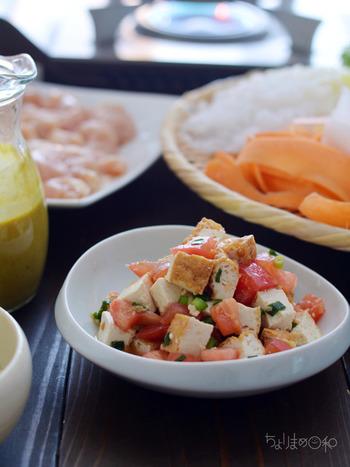 ナンプラーでエスニック風に味付けしたサラダ。トマトと小ねぎ、厚揚げetc...と彩りもキレイな1品です。冷蔵庫でしっかり冷やすとより美味しくなりますよ!