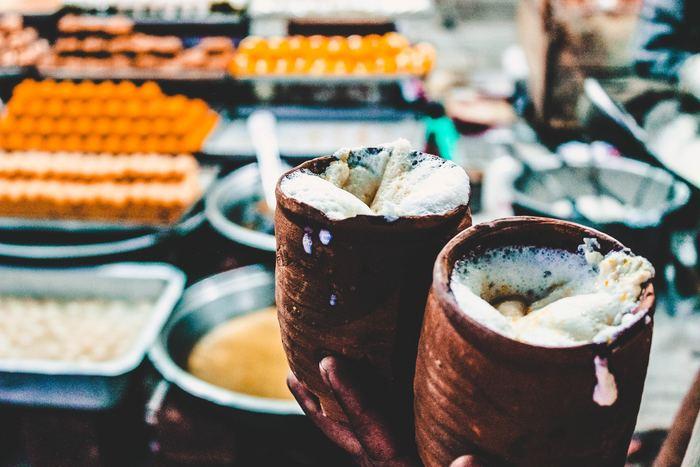 プレーンのほか、果物を混ぜたものや塩味のものまでいろんなテイストがあります。ちなみに、語源はサンスクリット語の「rasah(飲み物)」だとか。