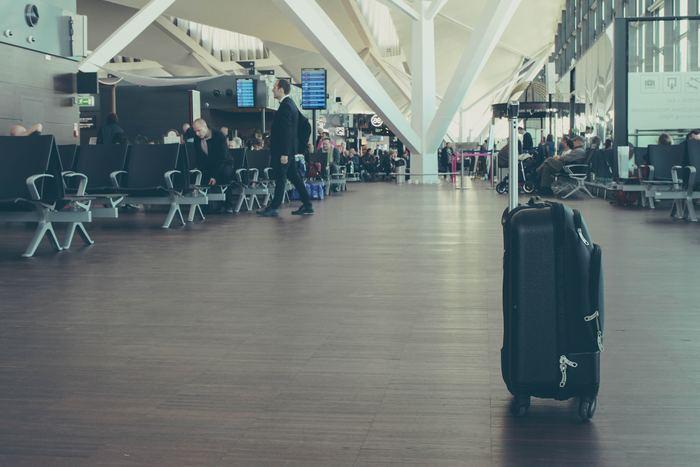 空港で預け荷物が見つからない!なんてこともあるかもしれません。そんな時はこのフレーズを使いましょう。  「I can't find my baggage/luggage.(私の荷物が見つかりません)」  実際に私は以前、ニュージーランドの空港で荷物を紛失したことがあります。日本のように荷物の管理体制がしっかり整っている国ばかりではありません。間違って違う国に運ばれてしまうケースもあるので、荷物が見当たらないと思ったらすぐに空港スタッフに相談しましょう。ちなみに私の場合は、2日後に荷物が無事に帰って来ました!