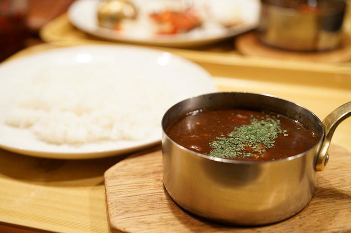 ガンジーのカレーは、名前から想像するとインド風なカレーを連想してしまいますが、スパイスがしっかり効いた、濃厚な欧風カレーが有名なんです。