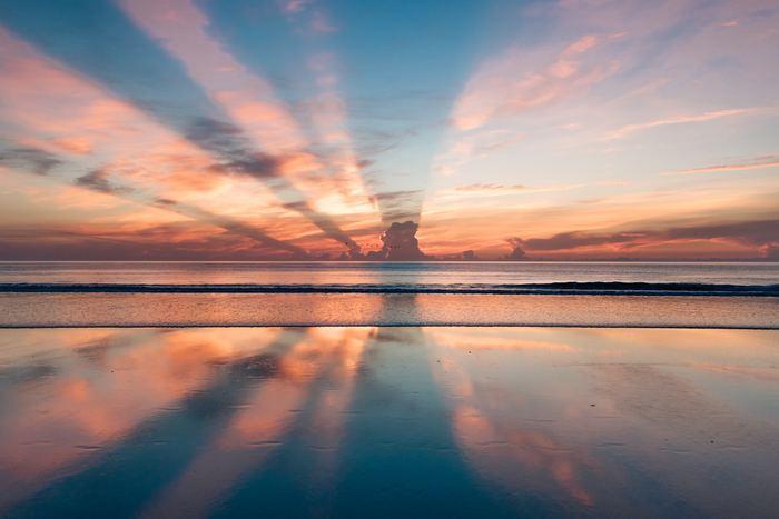 以上、5つのステップがマインドフルネス瞑想法です。たった10分、こちらの瞑想法を試みるだけで心身ともにリラックスし、1日の始まりや終わりが気持ちのいいものになっていくはずです。