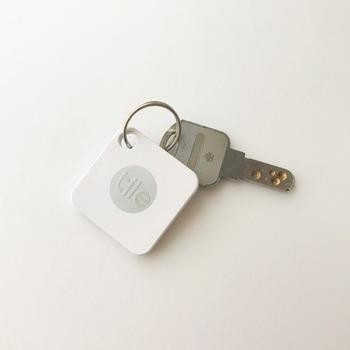 身近なもので、油断するとなくしがちなのが、家の鍵や自転車の鍵。このtileキーホルダーは、スマートフォンからアラームを鳴らしてどこにあるかを見つけられるスグレモノ。さらに、地図で位置情報を確認したり、逆にtileからスマートフォンを呼び出すこともできたりするので、子供用の鍵につけてあげるのも安心ですね。