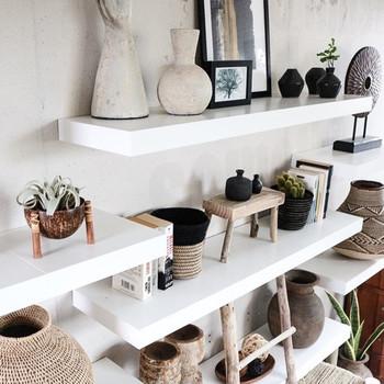 小さな流木も、DIYでミニスツールに作り変えれば、雑貨を飾ったり、グリーンを飾れる可愛らしい小さなオブジェに生まれ変わります。お部屋がナチュラルで和む癒しの空間になりますね。