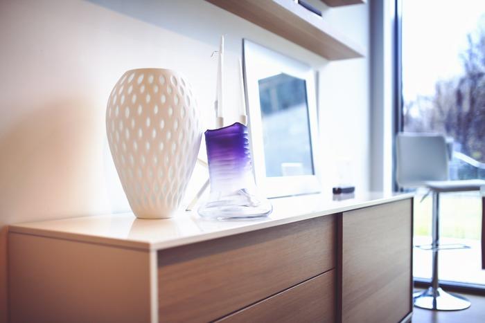ぽってりまあるい花瓶も、和のインテリアの素敵なアクセントになってくれます。 畳の四角と対照的な丸いフォルムが絶妙にマッチ◎