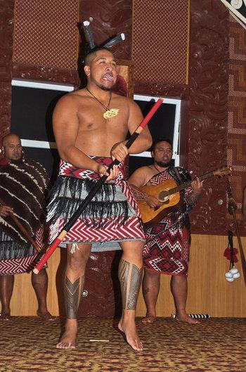 ロトルアには、マオリ文化や伝統に触れることのできるマオリの村があります。マオリ族の民族舞踊「ハカ」のエネルギッシュなダンスを一緒に楽しんでみてはいかがでしょうか。