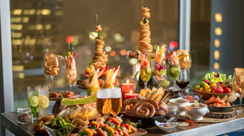 飲み放題付きで、フリースタイルでワイワイと楽しむプランやシェフが目の前で調理してくれる贅沢なプランも用意されています。