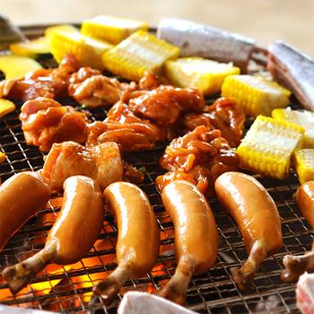 BBQプランでは、肉類、海鮮、野菜と飲み放題付きで2,000円~とリーズナブルな価格が魅力。ビーチで遊んでBBQもOKなので、大勢の仲間や家族で楽しみたいですね。