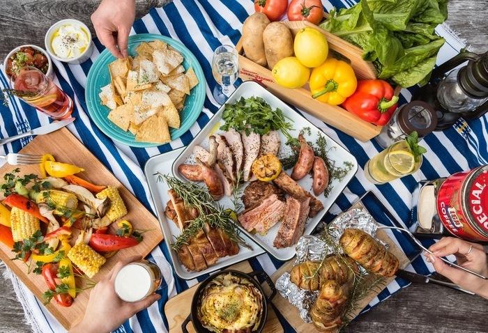 """夏季限定のイベントとして開催している「ザ キャンティーン」の""""手ぶらでBBQ""""。スペアリブや自家製ローストチキンなどバラエティ豊かなお肉が4種ついているので、ボリューム重視の方でも大満足です!"""