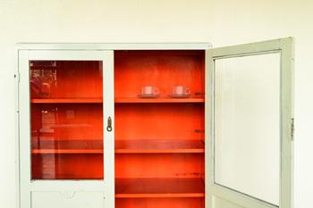雑貨や食器などを飾るのにもぴったりな「ガラスの戸棚」。お気に入りをひとつ見つけて、今のお部屋をぐっとおしゃれな空間にしてみませんか?