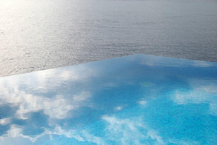 海・山と1つになる。首都圏から150キロ圏の【インフィニティプール・温泉】6選