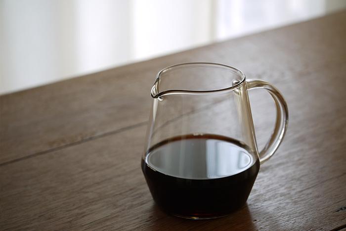 どことなく鳥に似ていることから、小鳥のさえずりを意味するPitchii(ピッチー)と名付けられたコーヒーサーバー。ガラス製ながら温かみがあり、ちょっぴり懐かしい雰囲気も漂います。ピッチャーやフラワーベースとしても使えます。