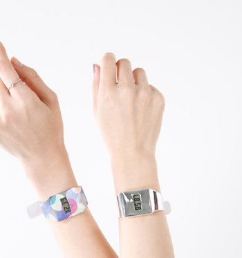 ドイツのブランド「I like paper(アイライクペーパー)」の腕時計は、特殊な素材を使用し、まるで紙でできているようなデジタルウォッチです。  軽くて丈夫なのはもちろん、ハイセンスなデザインも魅力的な腕時計。安価なので、気軽なお揃いアイテムとしてもおすすめです。
