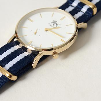 そこで今回は、アクセサリー感覚で、毎日つけたくなる素敵な腕時計を集めてみました。 「カジュアル腕時計」と、「上品腕時計」のタイプ別に分けてご紹介します。ぜひお気に入りの一本を探してみてください。