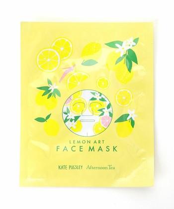 レモン柄フェイスマスク/Afternoon Tea  夏のジメジメした期間のスキンケアは、少しでもサッパリ気持ちよく使えるものがいいですよね。レモンの香りなら、涼やかにスキンケアを楽しむことができそう。