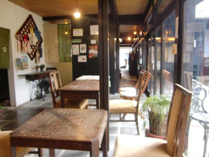 こちらは、明治創業の漢方薬局さんが運営されているカフェ。なんとカフェの手前は薬局で、薬剤師さんも常駐しているんだとか。