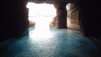 1階「洞窟スパエリア」にある露天風呂。動画でご覧のとおり、こちらも外に出るとインフィニティな眺めが広がります。