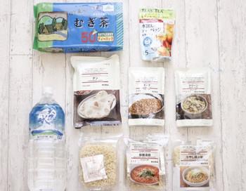 非常食は防災用のロングライフ仕様の物もありますが、普通のインスタント食品やレトルト食品の方が簡単に手に入る上に安価です。