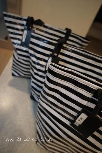 家族が数日過ごせるだけの非常食は、自宅でライフラインの復旧を待つ時に有効な備えです。とはいえ、自宅を出る必要が出てきた時のためにショッピングバッグなどに保管しておくと便利です。