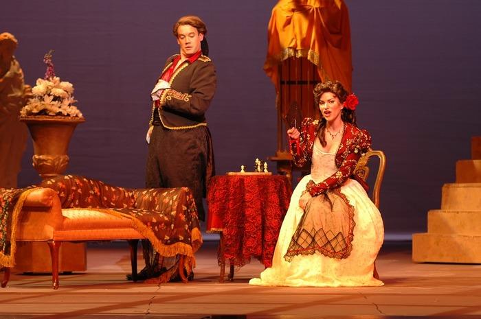 オペラの代表作は、有名な音楽家が手がけたものも多数。そのため、誰もが一度は聞いたことのある名曲が劇中で流れることもしばしばありますよ。  ・モーツァルト作 「フィガロの結婚」、「魔笛」 ・ワーグナー作  「ローエングリン」 ・プッチーニ作  「トゥーランドット」、「蝶々夫人」 ・ロッシーニ作  「セルビアの理髪師」 ・ヴェルッディ作 「椿姫」 ・ビゼー作    「カルメン」 ・オッフェンバック作「天国と地獄」 ※オペレッタ  いずれの演目も、オペラ歌手の圧倒的な美声が響く素晴らしい演目です。  ただし、オペラは日本語ではなく原語で上演されるため、観劇前に演目のあらすじを知っておくようにしましょう。登場人物やストーリー展開が分かっていると、オペラをより楽しむことができます。