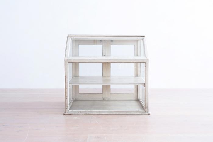 東京、長野、そしてデンマークに拠点を置き、ヴィンテージ家具の販売やプロデュースを行っている「halta(ハルタ)」。北欧風のシェルフ、また風合いを活かしたヴィンテージのショーケースなど、居心地のよい空間を作る、懐かしくもぬくもりのある家具と出会うことができます。