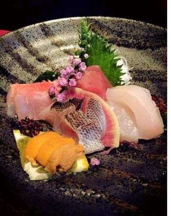 伊豆北川といえば、魚種が豊富な定置網漁も有名です。 できれば宿泊して、地の新鮮なお刺身を頂きたい♪