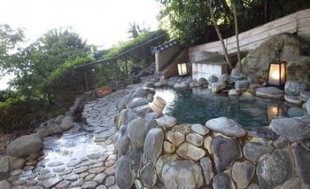 宿には、露天風呂「岩」もありますが…