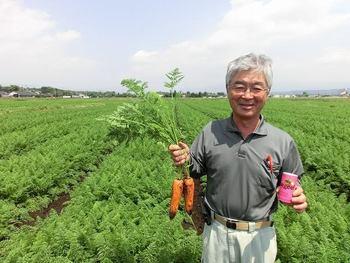 Oisixでは独自の厳しい品質基準をクリアした、安心・安全な食材のみを提供しています。Kit Oisixは全国1000件以上の契約農家から集めた、有機・特別栽培などの野菜を使用。カット野菜においては、一般的に野菜の殺菌・変色防止に使用されている次亜塩素酸を一切使用せず、水洗いをして届ける直前にカットして宅配しています。