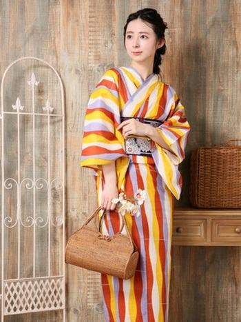 バッグも和装用ではなく夏素材の物を自由に組み合わせてみるのはいかがでしょうか。アジア系の雑貨などは意外にしっくり来る物が少なくありません。