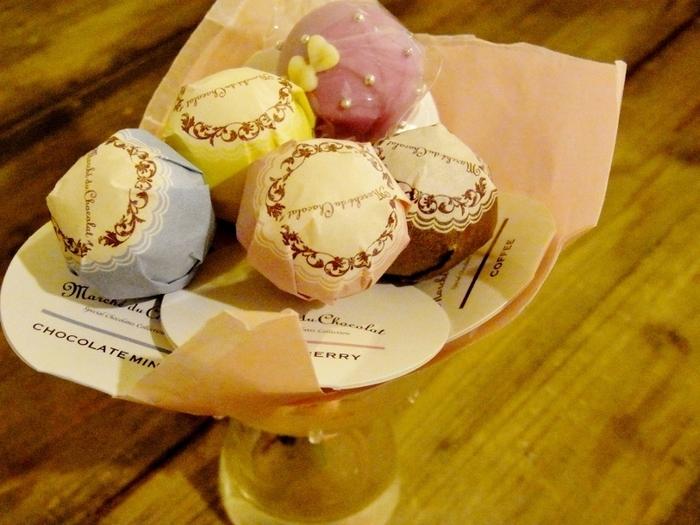 東京駅改札内、グランスタ東京にあるこちらのお店。メリーチョコレートカムパニーが手がける見栄えのいいカワイイお菓子を販売しています。中でも手土産としておすすめなのは、ロリポップチョコレート。何本か組み合わせて花束のようにして持っていくことができます。気軽なホームパーティーの手土産に、何種類かの花束をチョイスしてみると楽しい気分に浸れそうです。