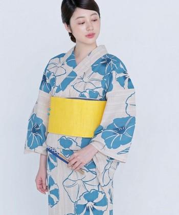 """昔から、日本人女性の美称として用いられてきた""""大和撫子(やまとなでしこ)""""。 日本の女性ならではの控えめで上品な美しさを、可憐な花を咲かせる""""撫子""""の姿にたとえた言葉です。 今回は、そんな多くの女性の憧れでもある""""大和撫子""""の特徴や今から身につけたいこと、美しい所作を学ぶことができる「和の習い事」をご紹介します。"""