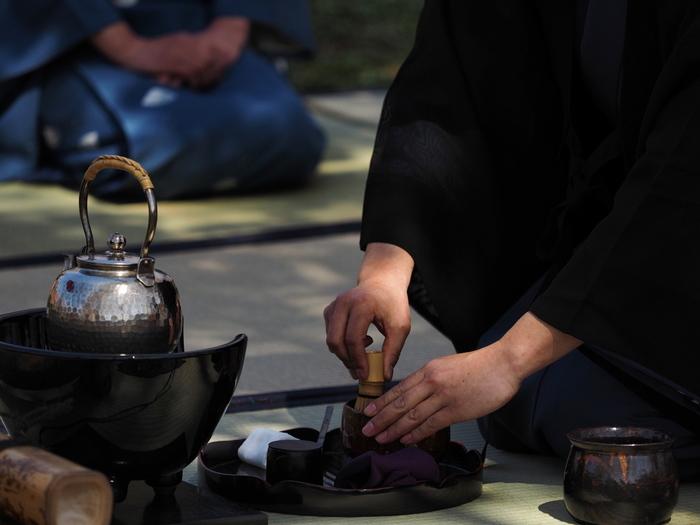 日本の女性らしい美しい所作とともに、日本独自の精神文化も学ぶことができる「和の習い事」。 日本の伝統文化や伝統芸能の世界から、上品な仕草や身のこなし方、ひとつひとつの出会いを大切にする「もてなしの心」を勉強してみませんか?