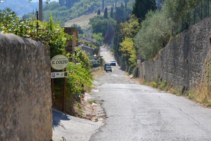 特別に有名なスポットはない街ですが、イタリアの田舎ならではの風景や中世の赴き、美味しいグルメが味わえる場所でのんびりした旅を満喫できる場所です。