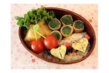 たっぷりの小松菜を豚肉でくるりと巻いて♪彩りもキレイなお弁当おかずです。テフロン加工のフライパンで焼けばノンオイルでできちゃいます。ヘルシーなおかずが欲しいときにもおすすめ。