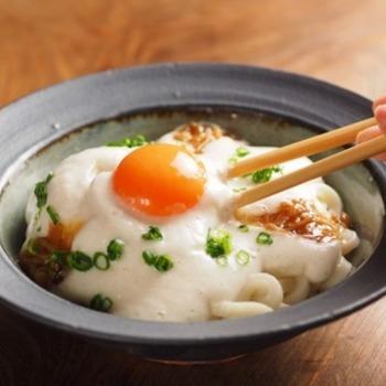 釜玉うどんの卵に合う、ふわふわの長芋トッピング。味付けはめんつゆの甘みが長芋に合うのでおすすめです。