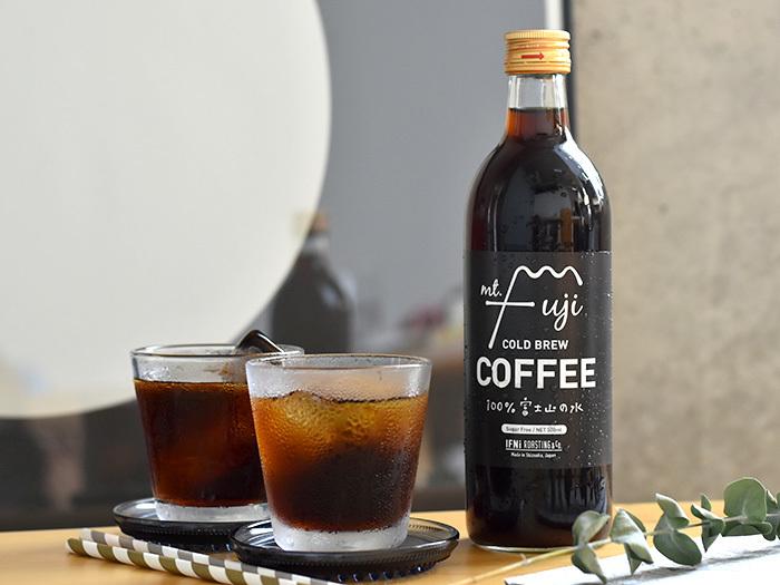 こちらは富士山の天然水で抽出したアイスコーヒーです。冷やしておかなくても、氷を浮かべればささっと飲むことができるので、冷蔵庫がいっぱいになってしまっても安心です。ミルクで割って、カフェオレとしても飲めます。