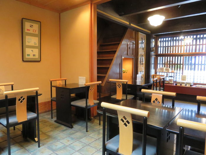 明治18年創業、約140年の歴史を持つ「大極殿本舗」は京都にカステラを広めたお店として知られ、今でも昔ながらの窯を使用して作る同店のカステラは来客時のもてなしや手土産に欠かせません。